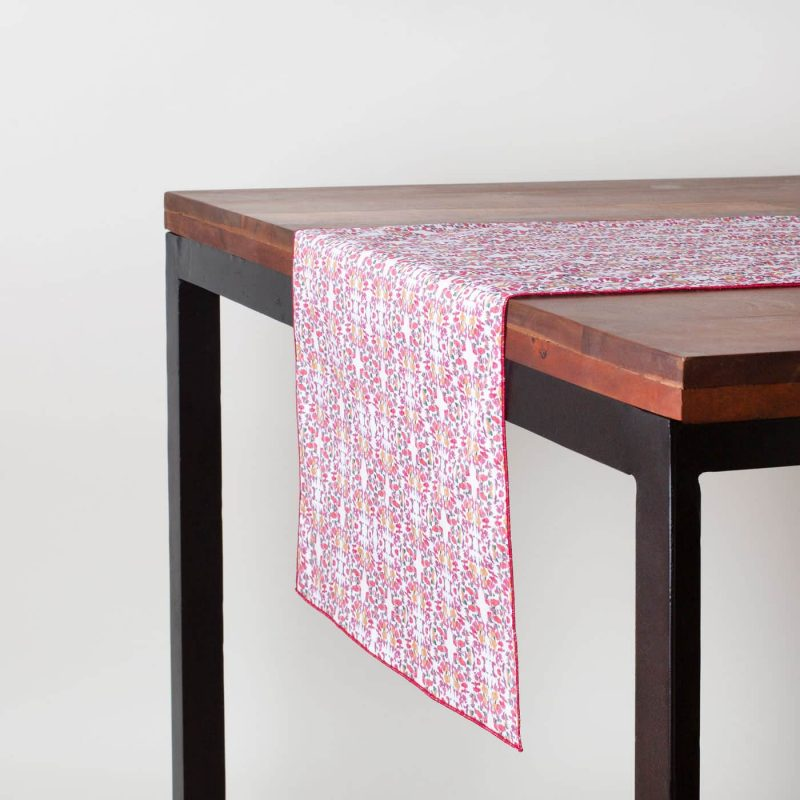 Holiday table runner in red and white