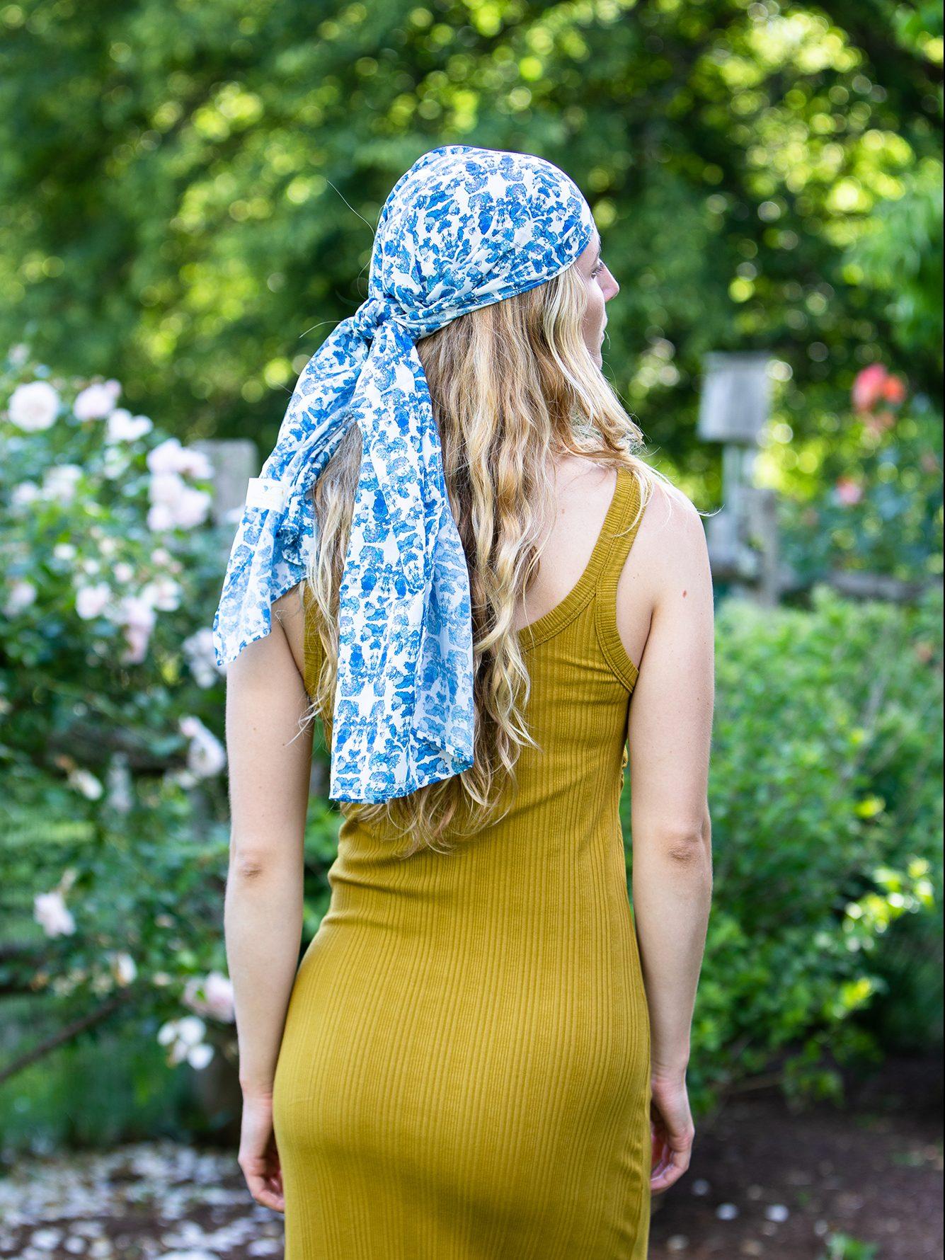 summer scarf in blue