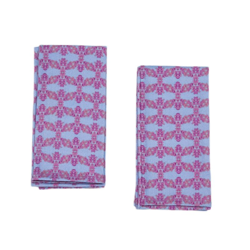 blue and pink napkins